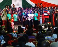 Live Performance by Eric Wainaina and 1000 voices for peace concert