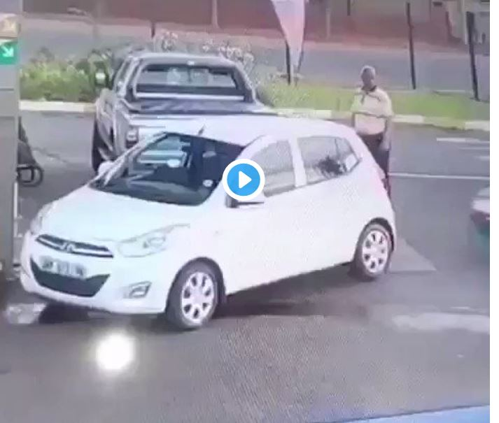 Road rage: bulky man beats tiny driver for knocking car