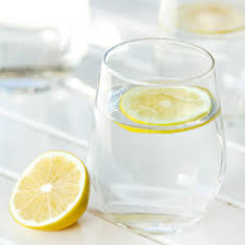 5 reasons why you need that Glass of Lemon water